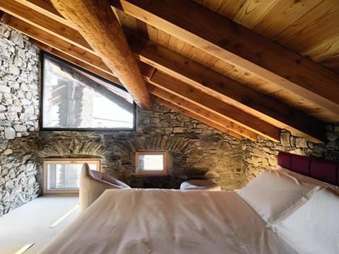 Camera da letto in mansarda foto di esempi e suggerimenti for Camera da letto matrimoniale per mansarda
