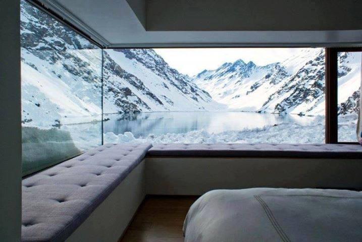 Quando la natura arreda: camera da letto con vista sulle montagne Cilene