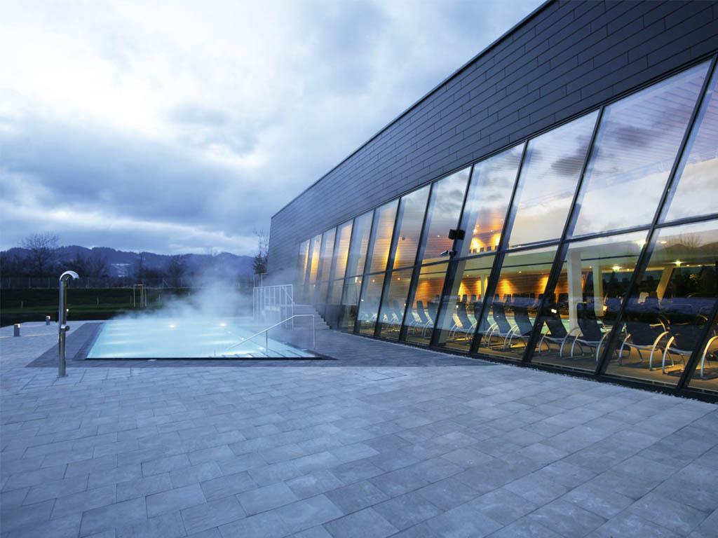 Aqualux-Therme-Fohnsdorf-by-Architekten-Titus-Walter-Pernthaler-ZT-GmbH-Homesthetics-2