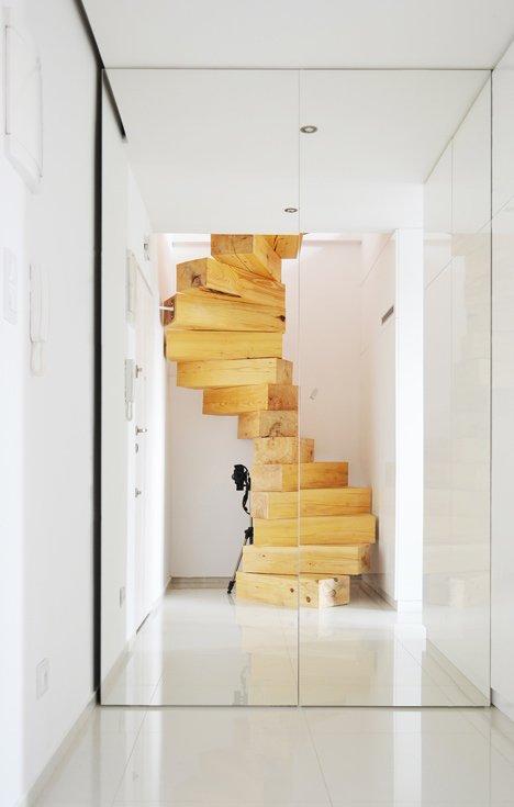 Wooden-staircase-in-Split-Flat-by-QC_dezeen_5